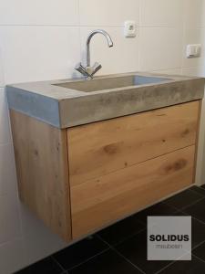 badkamermeubel eikenhout en beton